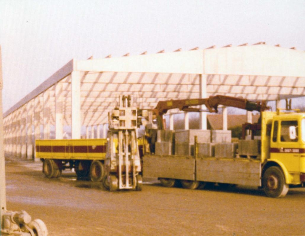 Neubau einer Produktionshalle in den 1970ern.