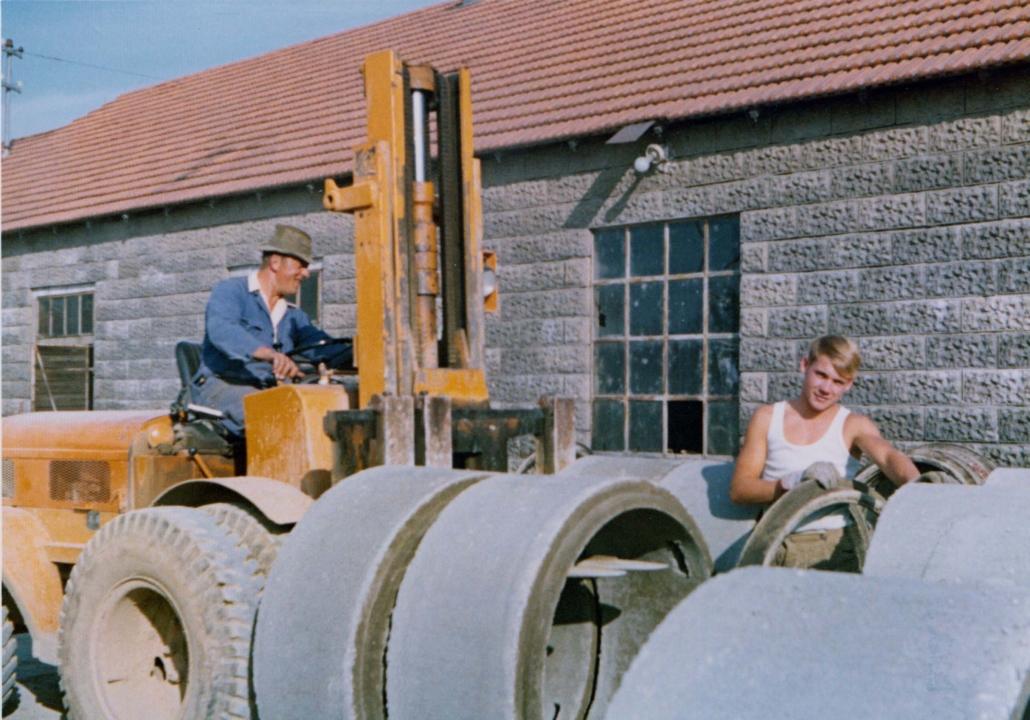 Familienbetrieb. Im Bild rechts Helmut Heller, links sein Onkel Hans Wieser.
